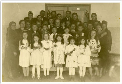 09. The First Holy Communion class at the DP camp in Mittenwald, Germany